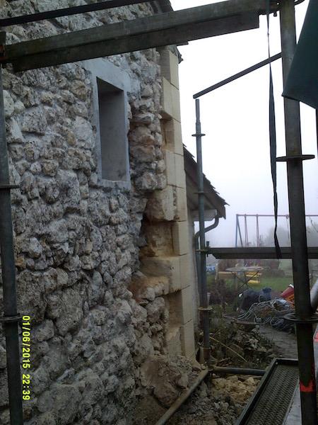 Pignon sud en cours de reconstruction