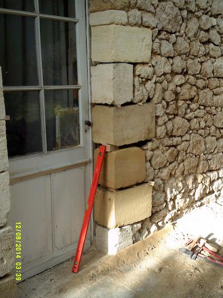 Changement des pierres de jambages d'une ouverture