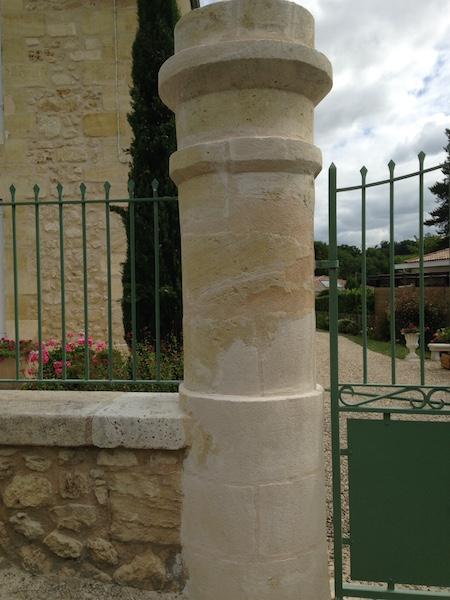 Pilier gauche d'un portail