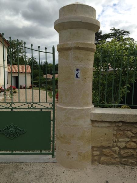 Pilier droit d'un portail